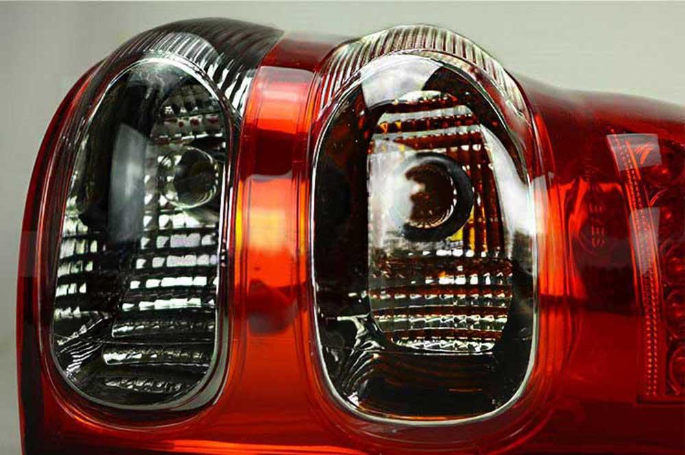 Feux-arriere-toyota-land-cruiser-KDJ-120-125-rouge-noir-in5